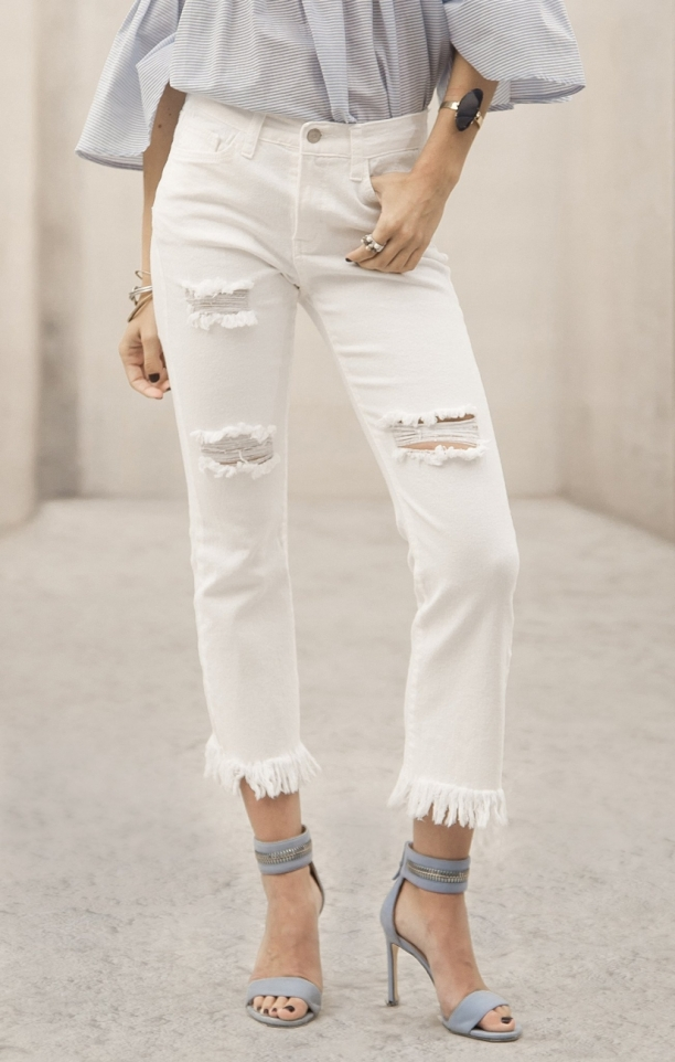 Moon River Alexis White Distressed Frayed Denim